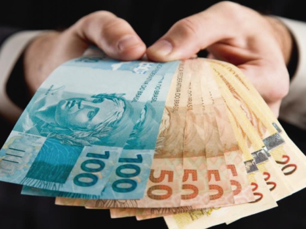 Entenda as diferenças entre crédito pessoal e empréstimo consignado